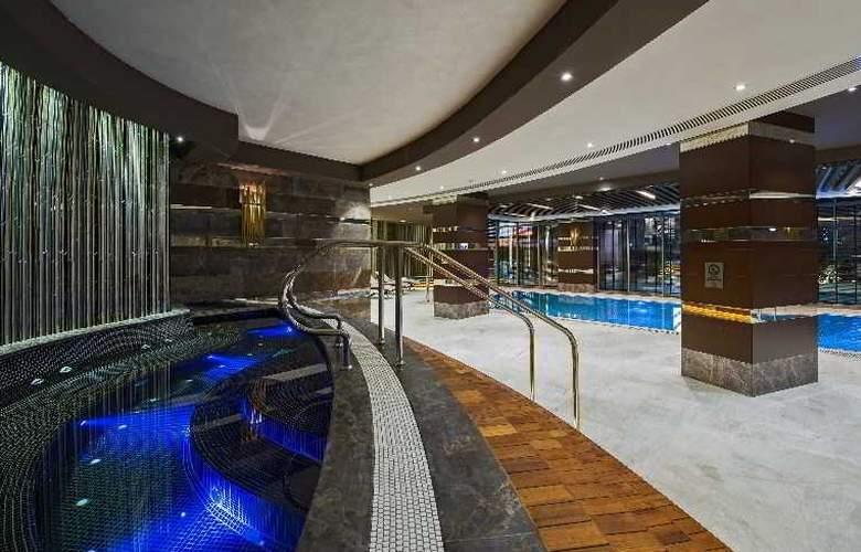 Hilton Istanbul Kozyatagi - Pool - 36