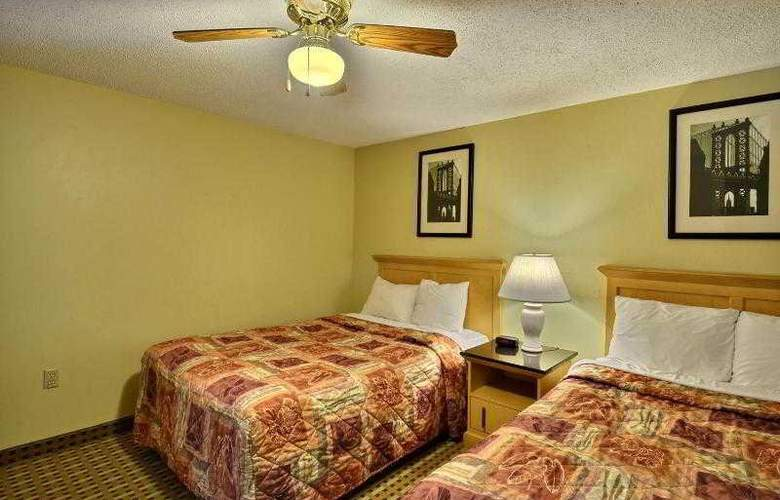 Econo Lodge Inn & Suites - Hotel - 11
