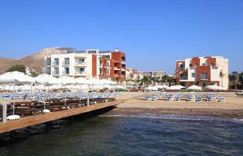 Sundance Suites Hotel - Beach - 19