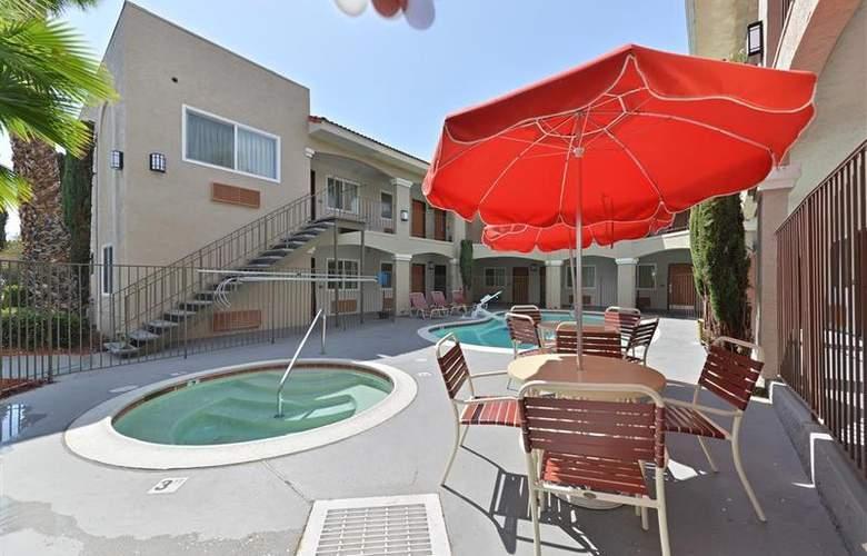 Best Western Santee Lodge - Pool - 38