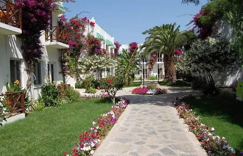Petunya Beach Resort  - Terrace - 5