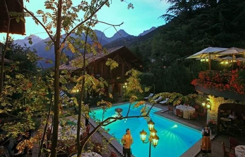 Hotel Village Montana - Pool - 17