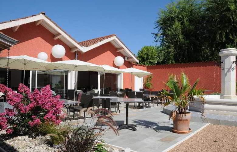 Inter-Hotel Le Pillebois - Terrace - 1