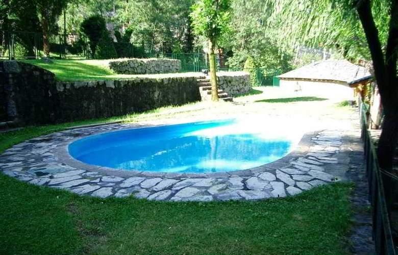 Cosmos Hotel - Pool - 4