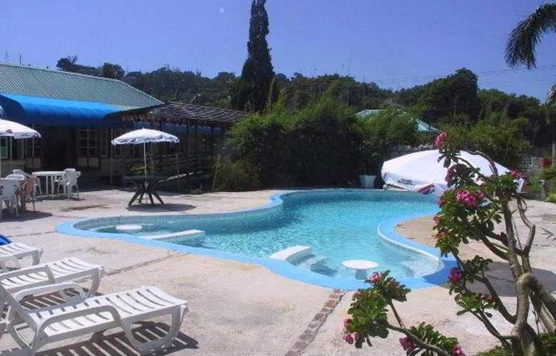 Toby's Resort - Pool - 3