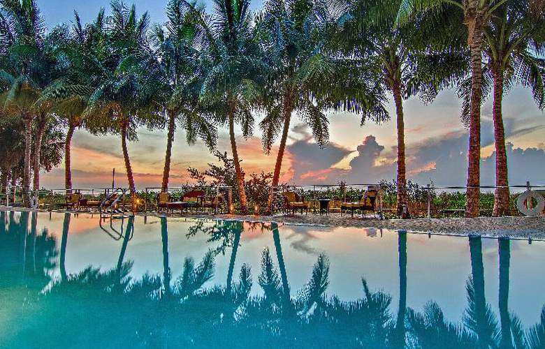 Carillon Miami Beach - Pool - 16