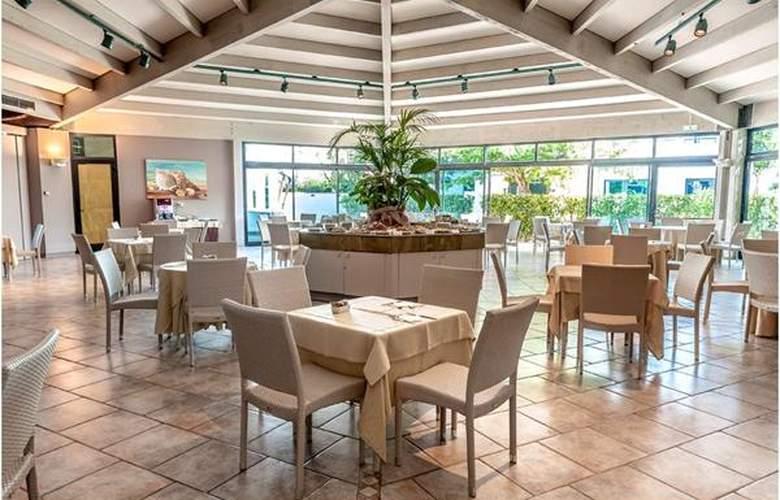 Acacia Marina Palace - Hotel - 2