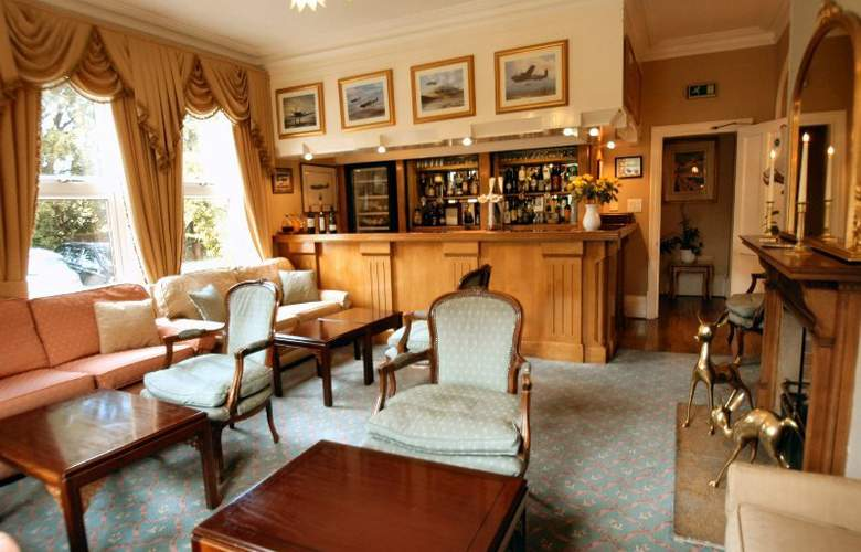 Duxford Lodge Hotel - Bar - 9
