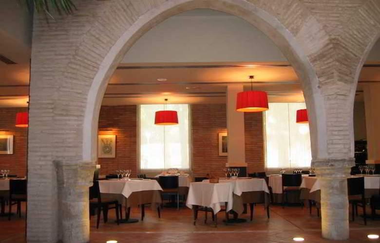 Monasterio Benedictino - Restaurant - 30