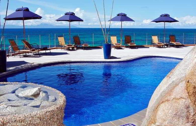 Coco de Mer Hotel and Black Parrot - Pool - 8