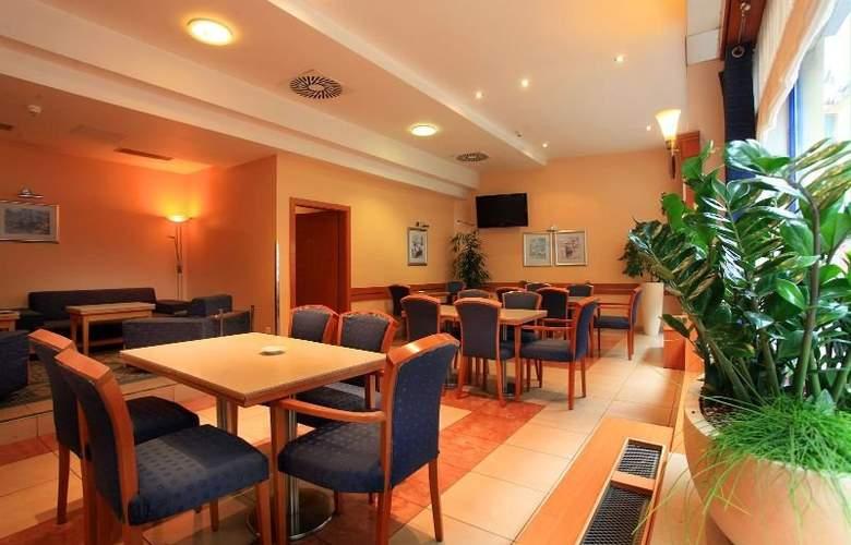 Astoria Hotel - Restaurant - 8