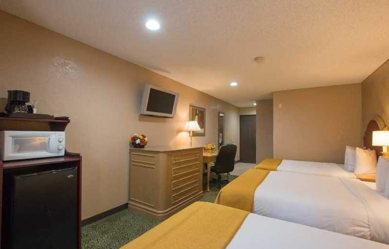 Quality Inn & Suites Near The Border - Room - 35