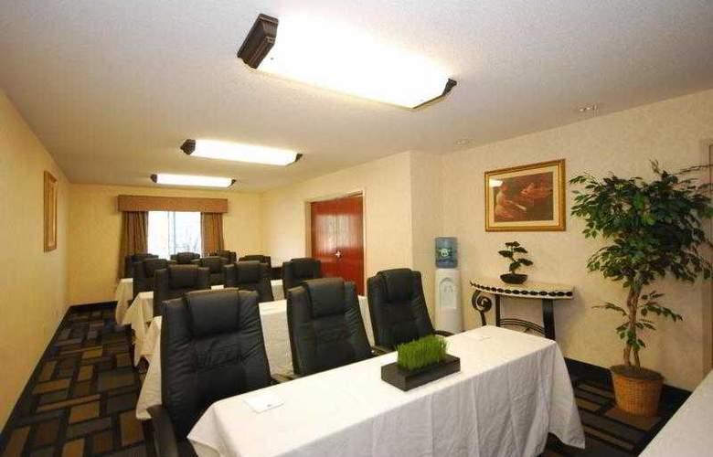 Berkshire Hills Inn & Suites - Hotel - 53