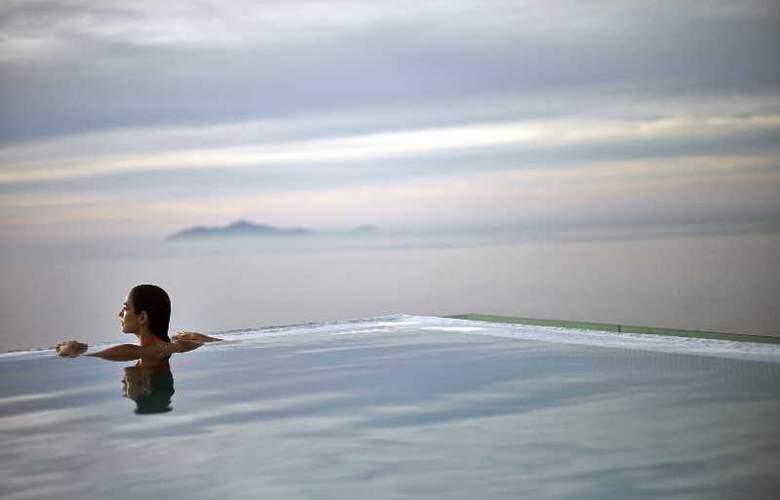 A La Carte Danang Beach - Pool - 22