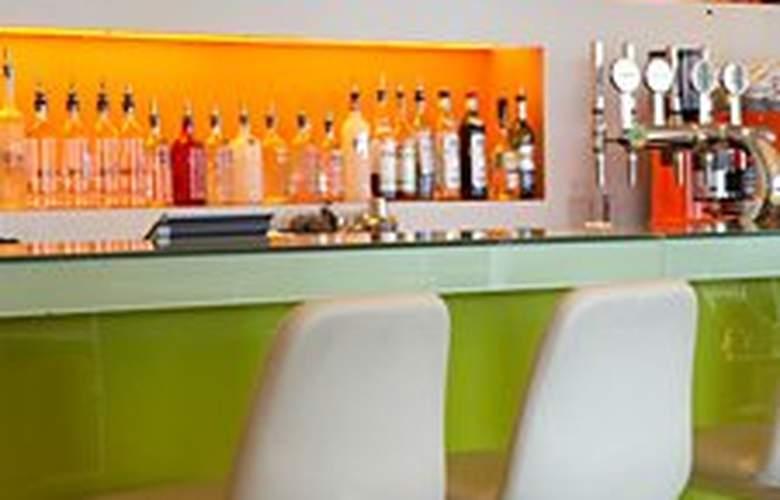 Park Inn by Radisson London Heathrow - Bar - 7