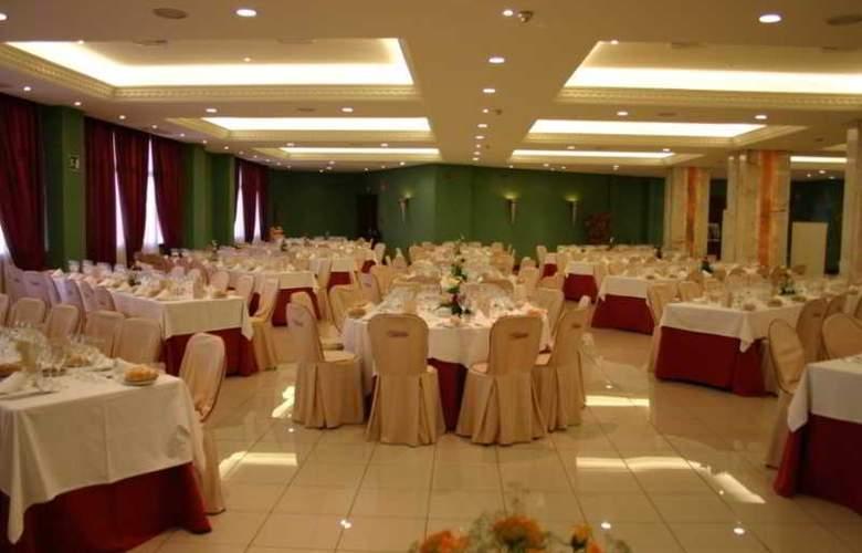 Las Villas de Antikaria - Restaurant - 17
