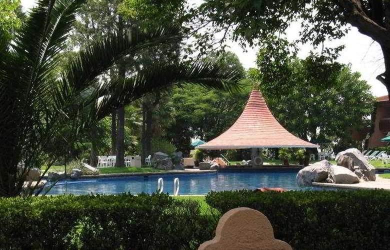 El Tapatio and Resort - Pool - 8