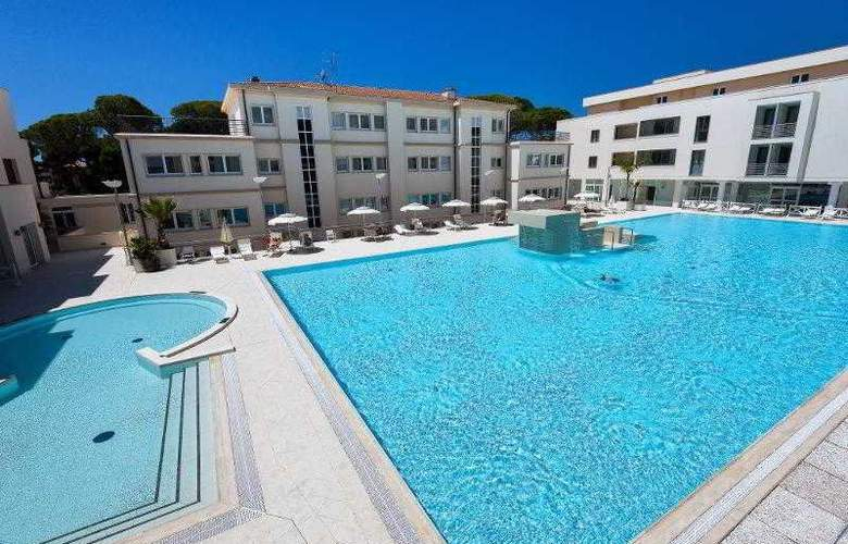 Grand Hotel Terme Marine Leopoldo II - Pool - 11