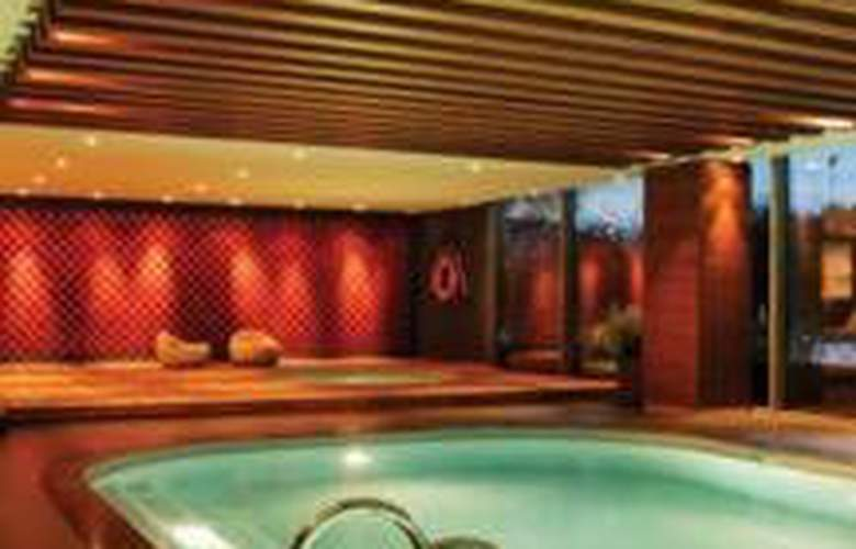 Sheraton Hotel Atakoy - Pool - 9