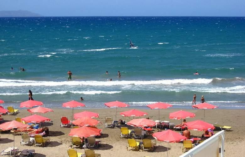 Georgina - Beach - 7