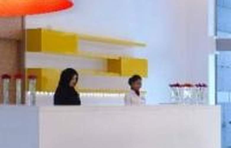 Park Inn by Radisson Abu Dhabi - Pool - 4