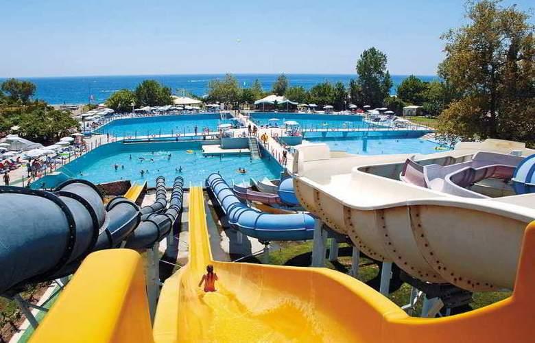 Daima Resort - Pool - 11