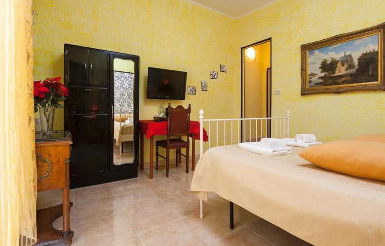 Sicilia Suite Bed And Breakfast - Room - 9