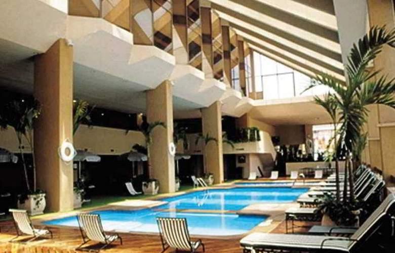 Crowne Plaza Monterrey - Pool - 2