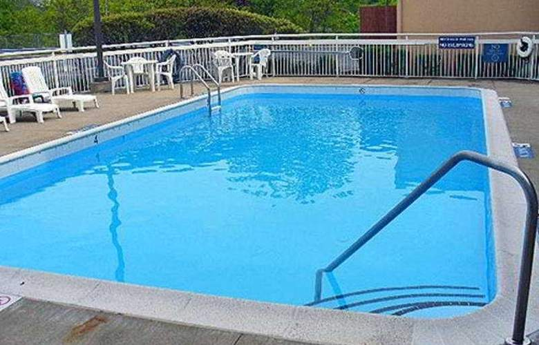 Motel 6 Cleveland - Willoughby - Pool - 5