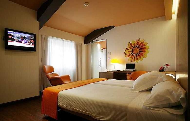 Petit Palace Plaza Málaga - Room - 4