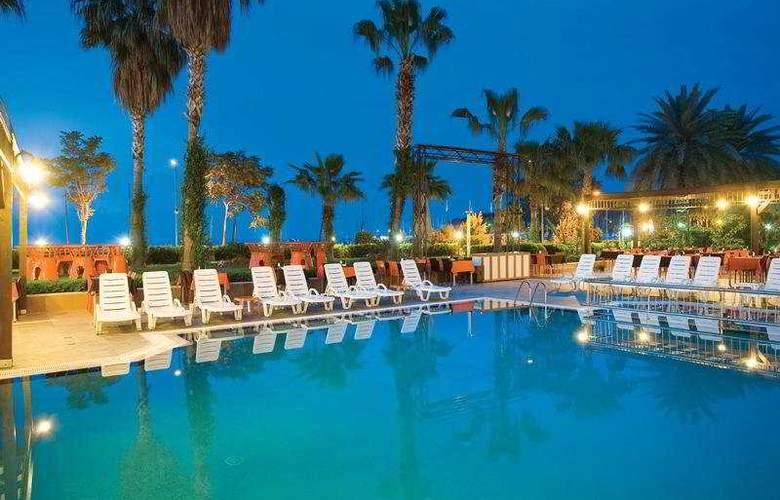 Fame Residence Park - Pool - 4