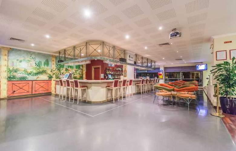 Santa Eulália Hotel Apartamento & Spa - Bar - 16