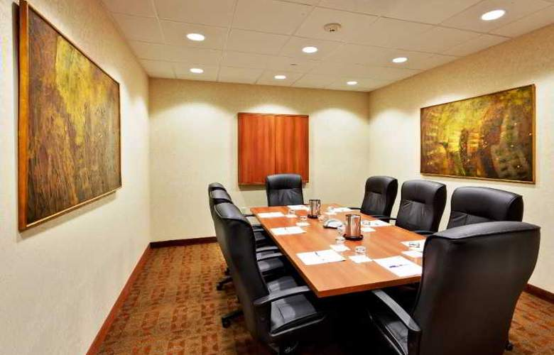 Holiday Inn Express Hotel & Suites Riverhead - Conference - 10