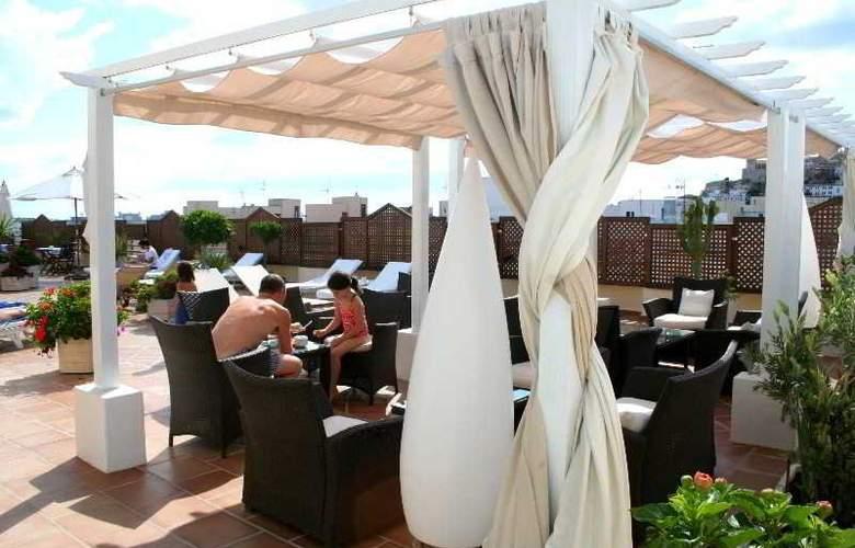 Royal Plaza - Terrace - 26