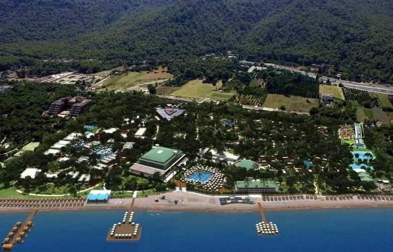 Nirvana Lagoon Villas Suites & Spa - Hotel - 8