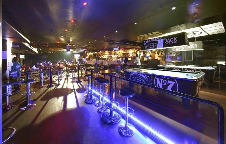 Howard Johnson Hotel Bur Dubai - Bar - 12