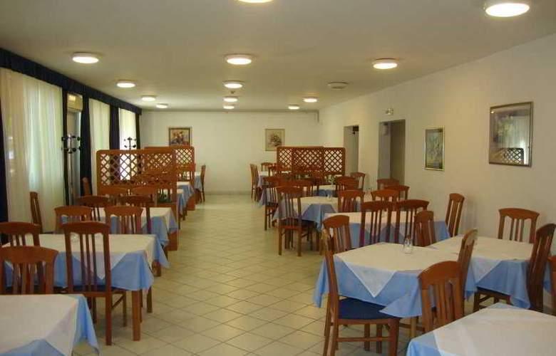 Omladinski Hostel - Restaurant - 11