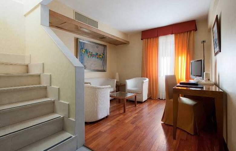 NH Collection Salamanca Palacio de Castellanos - Room - 7