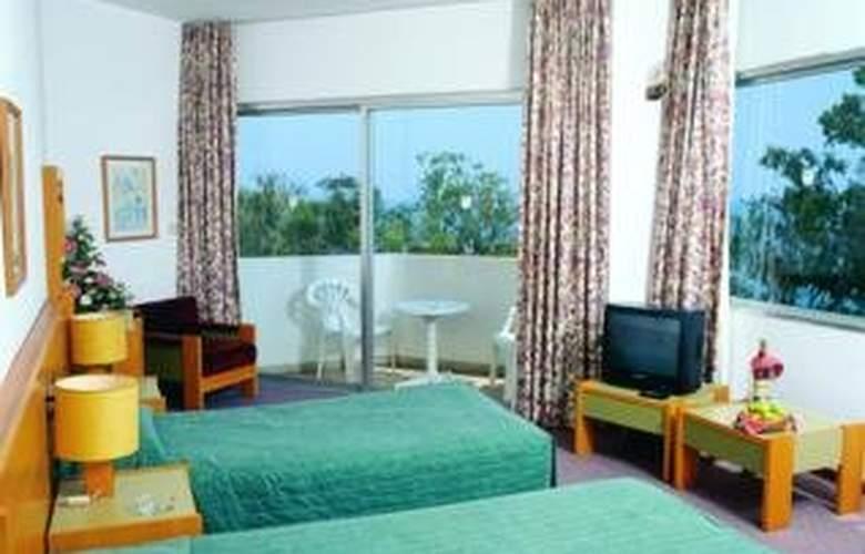 Crusader Beach Hotel - Room - 3