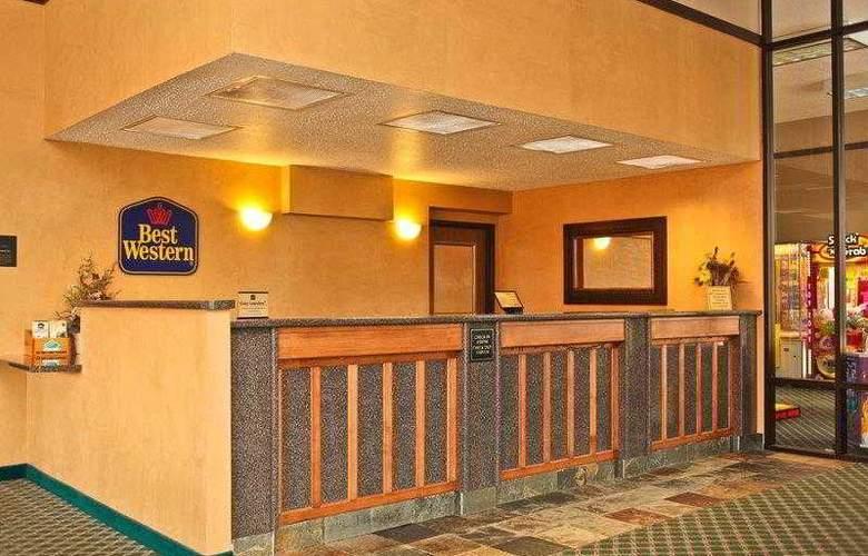Best Western Ambassador Inn & Suites - Hotel - 49