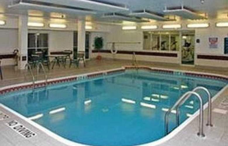 La Quinta Inn & Suites Dallas Northwest - Pool - 6