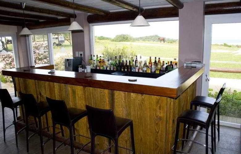 Oyster Bay Lodge - Bar - 3