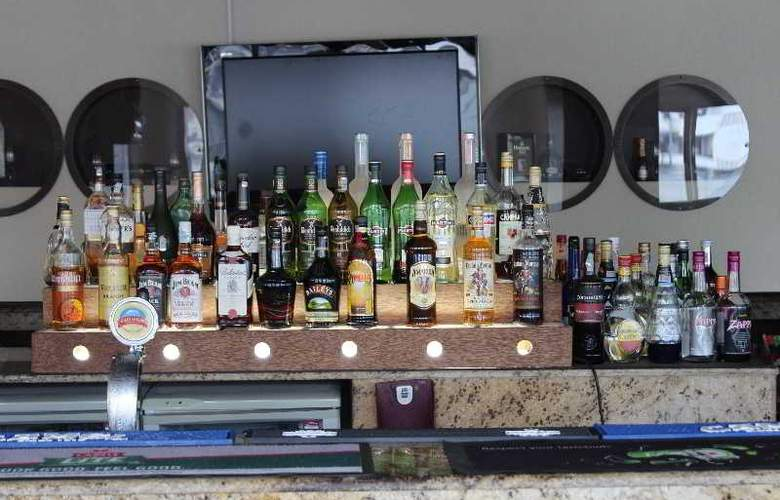 Holiday Inn Dar Es Salaam - Bar - 11