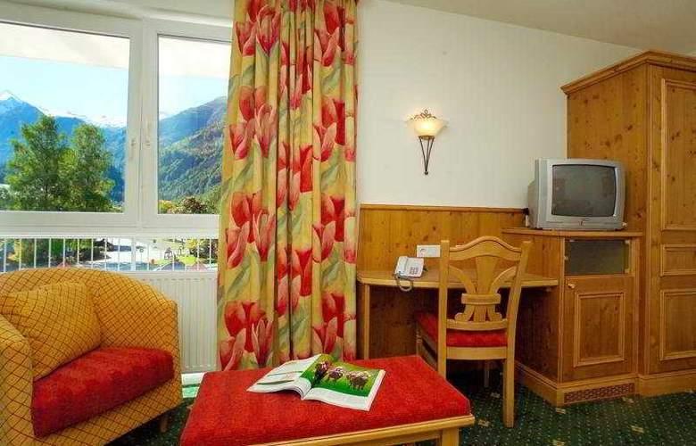 Toni - Room - 3