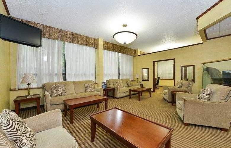 Best Western Plus Richmond Airport Hotel - Hotel - 16