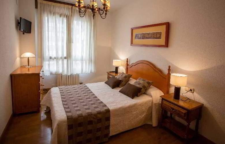 Apartamentos Gestion de Alojamientos - Room - 11