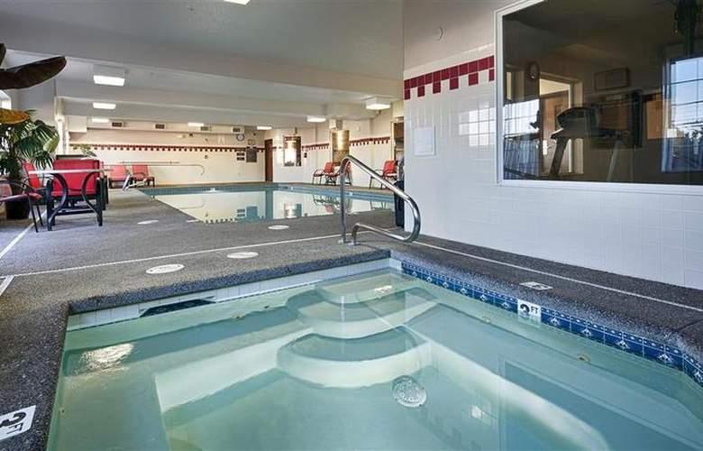 Best Western Plus Park Place Inn - Pool - 129