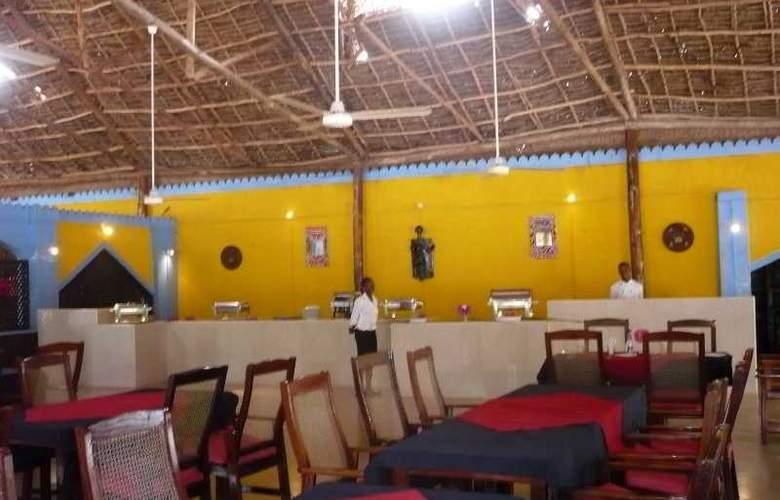 La Madrugada Beach Hotel & Resort - Restaurant - 5