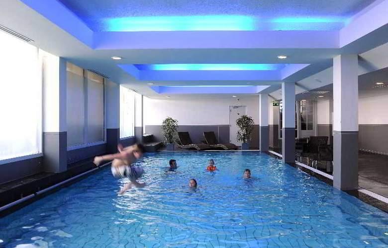 Van der Valk Hotel Volendam - Pool - 3