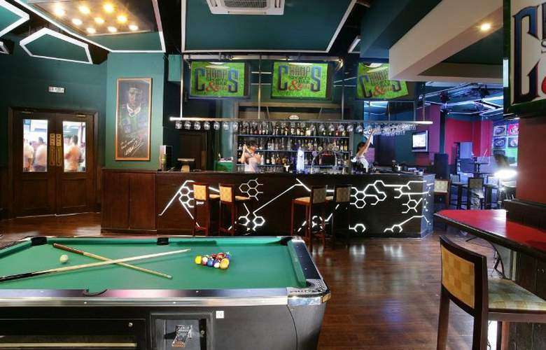 Chelsea Plaza - Bar - 9